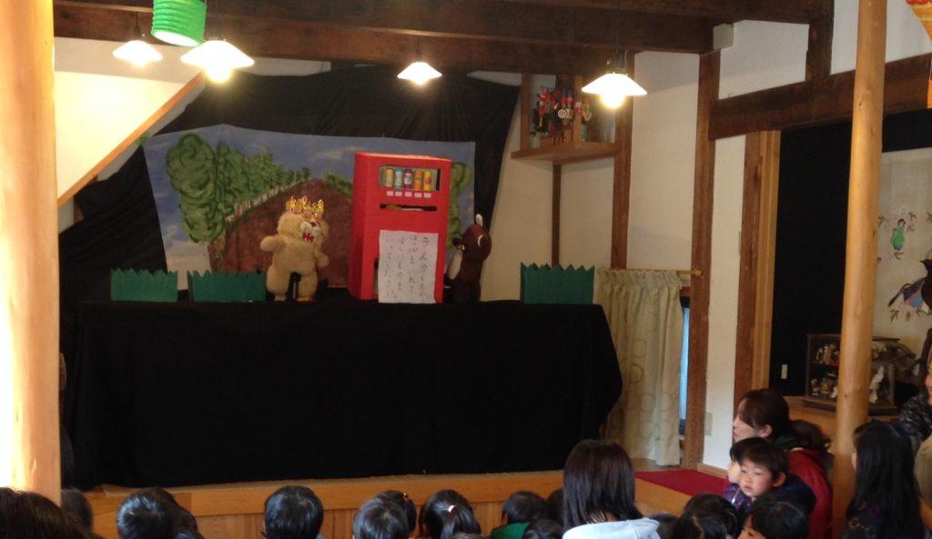 多彩な種類の人形劇たちが繰り広げられる。これは必見!(たまに海外の人形劇団も来ます。)