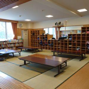 食事や読書ができる、広々とした座敷スペース。大掃除には、今はほとんど体験できない畳上げもします。