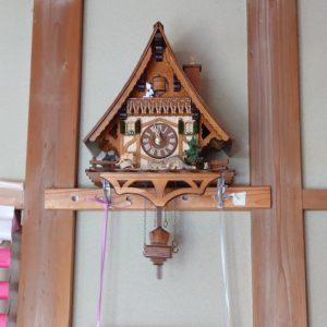 懐かしの鳩時計。そろそろお昼ごはんの時間をお知らせします。