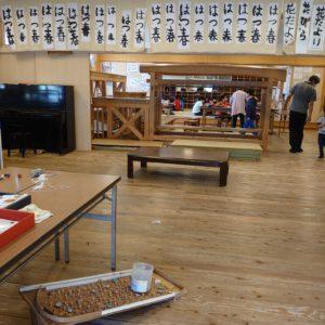 室内は、外から想像するよりとても広い空間が広がっており、たくさんの遊び場所があります。