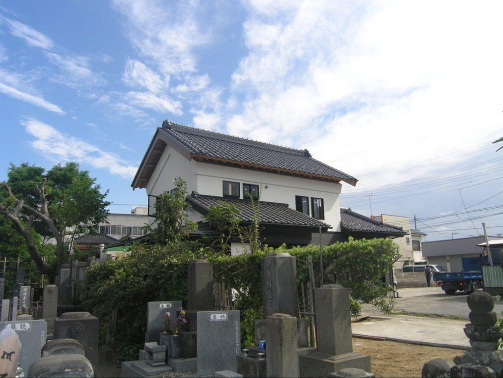 成り立ち④:棟梁はまず、移築再建された屋根を原型に復してくれた。